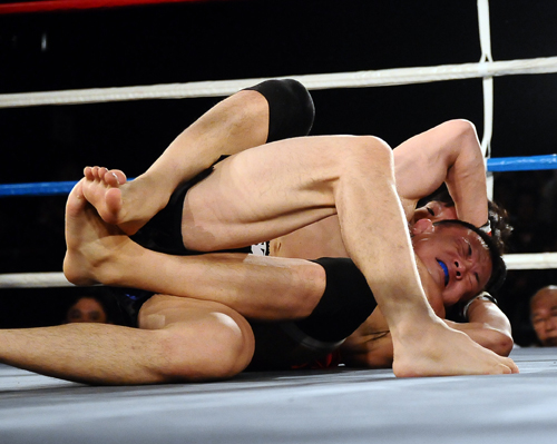 "Yuki ""Uruka"" Sasaki finished Teruyuki Matsumoto with this rear naked choke. Sasaki only needed 42 seconds to win his first 132 lbs fight in Shooto."