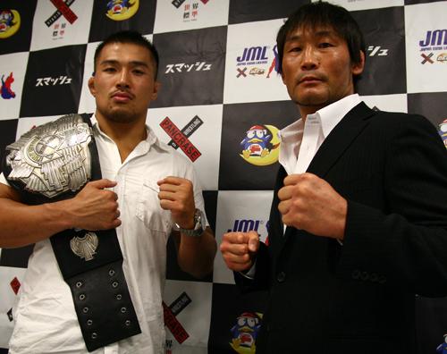 Takenori Sato (left) will take on a 40-year old veteran KEI Yamamiya in his fourth title defense.