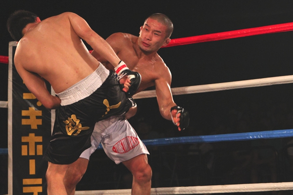 After dissolution of his association SK Absolute, Shimizu moved to Ryo Chonan's newly established team TRIBE TOKYO M.M.A. and finally scored a win in Shooto.