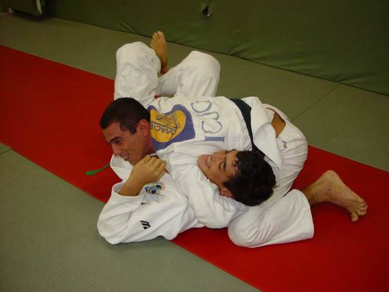 Royler Gracie playing/training with his nephew KRon