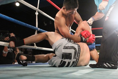 UFC / PRIDE Naoyuki Kotani (top) is a favorite to win this tournament and he fought like one. Dominated the entire fight and finished Darius Minkevicious with this kimura.