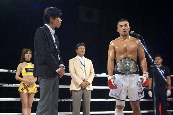 Takenori Sato (right) wants tougher world-class opponent like Yan Cabral next, and new Pancrase owner Masakazu Sakai (left) promised to the fans he will make it happen.