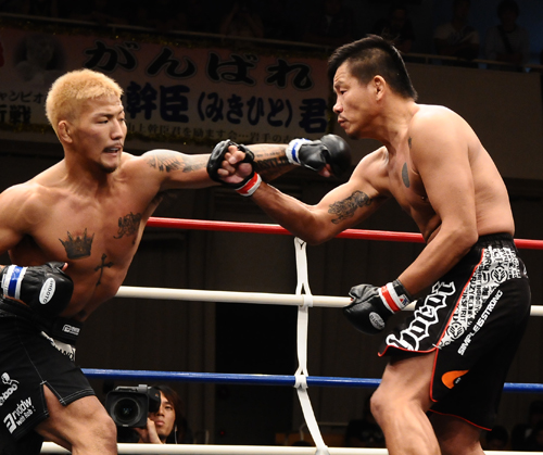 Shigeki Osawa (left) KO'd Hiroyuki Abe (right) in his last Shooto fight on September 30th, 2012.