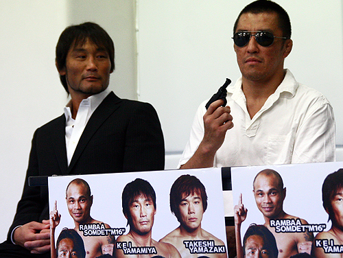 KEI Yamamiya (left) and Eiji Ishikawa (right) at the GRABAKA LIVE 2 press conference.