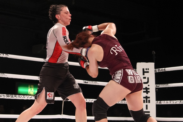 In their first encounter Danielle West (left) dropped Rin Nakai (right) with a punch. But Nakai came back with takedowns and submissions.