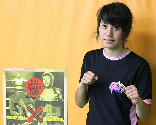 "A 17-year old Shino VanHoose is looking to get a fourth pro win against a heavy striker Sadae ""Manhoef""."