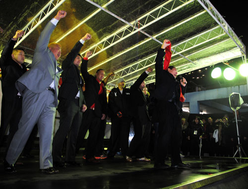 "On Friday night, at Shinjuku Station Square, Antonio Inoki did a customary ""1, 2, 3, Dah!"" with all fighters in Inoki Bom-Ba-Ye show on December 31st"