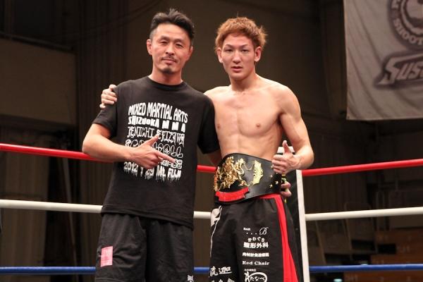 "Yuta ""Uruka"" Sasaki (right) with his trainer Kenichi Serizawa after winning Shooto Pacific Rim title in January of this year"
