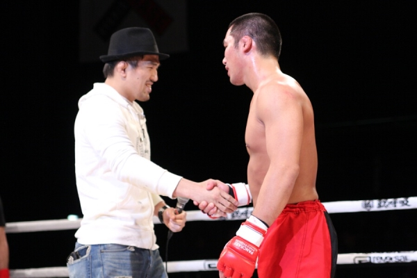 Welterweight King of Pancrase Takenori Sato (left) and title qualifying tourney winner Shingo Suzuki (right) will finally meet in May
