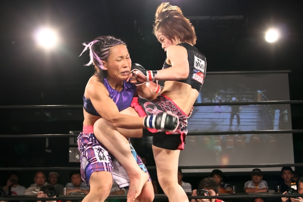 Seo Hee Ham (right) is a hard striker who was definitely a top five in JEWELS' 115 lbs division