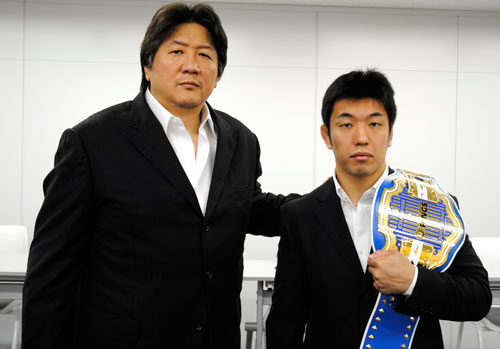 Akira Maeda (left) and Naoyuki Kotani (right) at the press conference held in Tokyo on last week Wednesday.