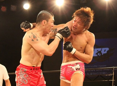 Seichi Ikemoto (right) and Ryo Chonan went hard for the entire three rounds.