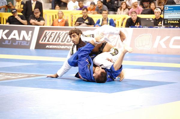 Leandro Lo defeats Michel Langhi