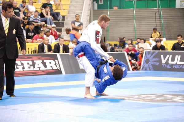Octavio Souza defeats Claudio Calasans