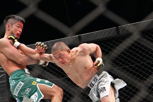 Kyoji Horiguchi finished Shintaro Ishiwatari with left -right straight punch combination.