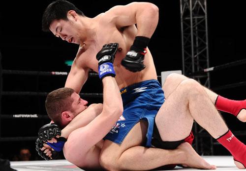 Naoyuki Kotani (top) dominated Vitali Krat to extend his winning streak to eleven.