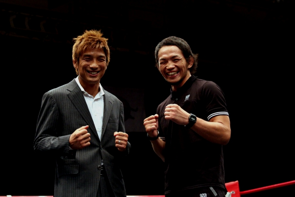 Tokoro Hideo (left) and Caol Uno (right) at the Shooto event held at Korakuen Hall this past Saturday.