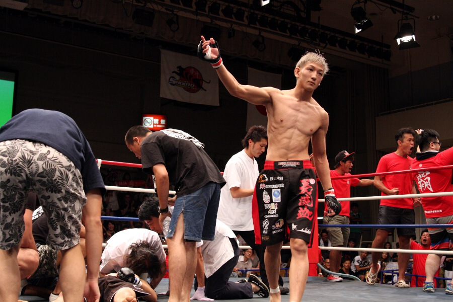 "After scoring a 11-second KO victory, Yuta ""Ulka"" Sasaki improved is MMA record to 13-1-2. Undefeated ever since he came down to 132 lbs division."