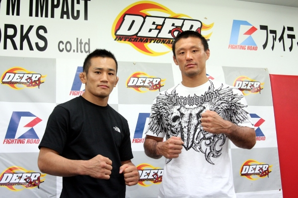 """UFC / Bellator veteran Yoshiyuki """"Zenko"""" Yoshida (right) and Bellator veteran Hiroshi """"Iron"""" Nakamura (left) at the press conference held in DEEP gym in Tokyo."""