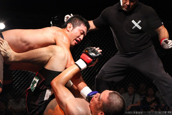 Kenji Nagaki (top) looked very energized fighting in the cage.