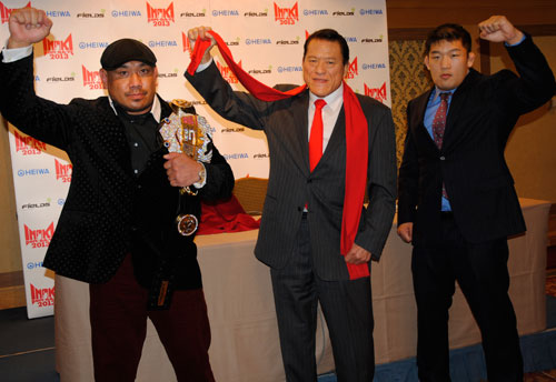 At the press conference held in Tokyo on Tuesday. (from left to right) Kazuyuki Fujita, IGF founder Antonio Inoki, and Satoshi Ishii