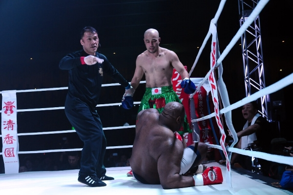 "Bob ""The Beast"" Sapp went down twice and Yosuke Nishijima (standing) won his retirement bout."