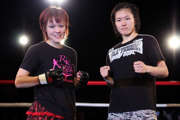 In March 2014, new DEEP JEWELS 115 lbs champ will be determined between these two fighters - Mizuki Inoue (right) and Emi Tomimatsu.