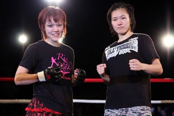 Emi Tomimatsu (left) and Mizuki Inoue (right) fights for a vacant DEEP JEWELS 115 lbs title in the headliner of DEEP JEWELS 3.