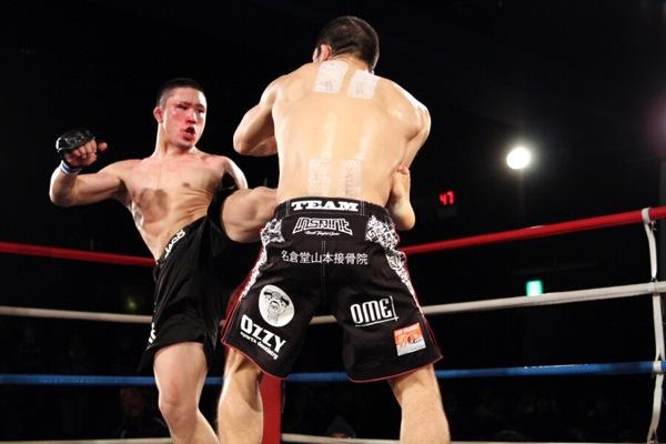 Yusuke Kasuya left kicks to the body were very effective in this fight against Yoshihiro Koyama.
