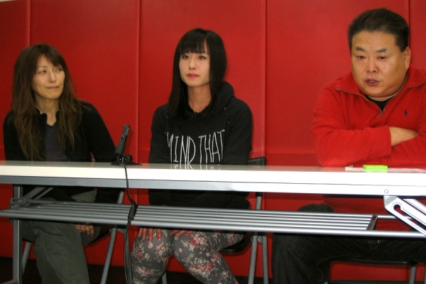 (from left to right) Yasuko Mogi, Mika Nagano and DEEP / DEEP JEWELS head Shigeru Saeki.