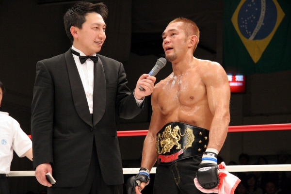 A photo of Rumina Sato from 2005 when he won Shooto's 145 lbs Pacific Rim title.