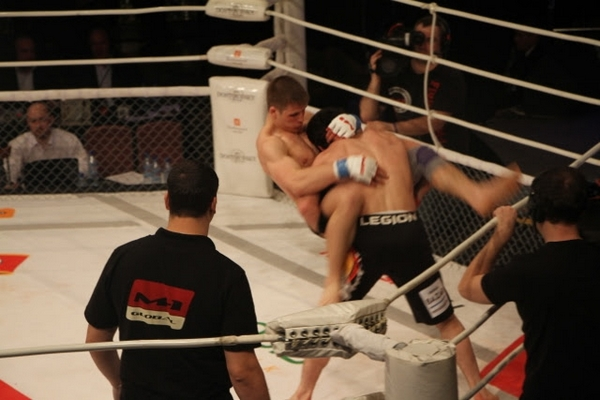 M-1 Global lightweight champ Musa Khamanaev takes down Vladimir Nikolaev