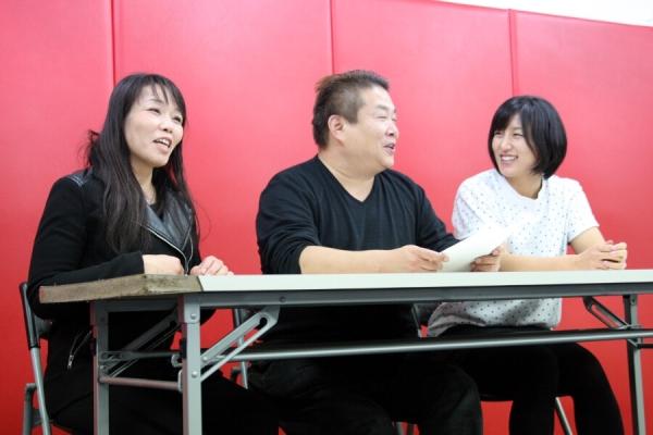 (from left to right) Takayo Hashi, DEEP head Shigeru Saeki, and Shizuka Sugiyama