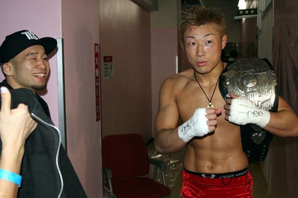 Kiyotaka Shimizu (left) got 10K for defending title six straight times, and, ISAO (right) won 4K bonus by defending his King of Pancrase belt against Shooto's world champ Kuniyoshi Hironaka.