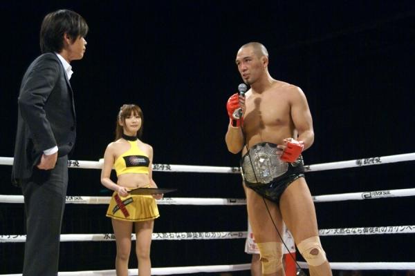 In his last title defense, Ryo Kawamura (right) asked Pancrase owner Masakazu Sakai to match him against DEEP champion Kazuhiro Nakamura however for now he has to take on Shinsho Anzai