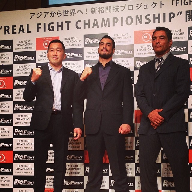 Real Fight Official with Kron and Rickson Gracie - Photo FB