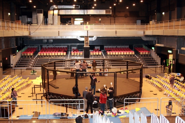 This is the new fighting platform of Pancrase. Decagon cage, which is same as WSOF (World Series of Fighting) in US