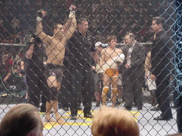 BJ Penn November 2001 UFC 34 wins against Caol Uno