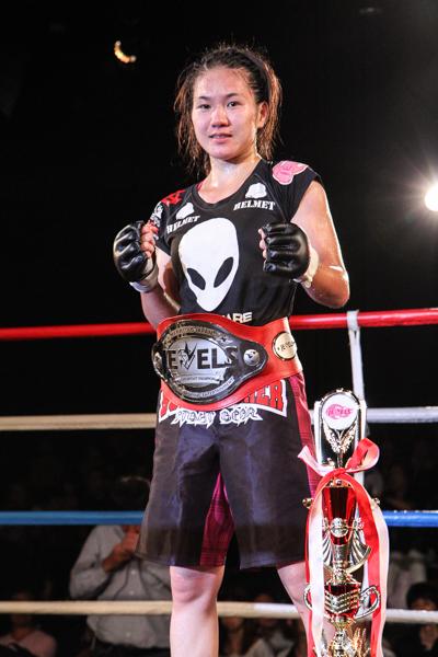 Mizuki Inoue became DEEP JEWELS 115 lbs champion at age 19