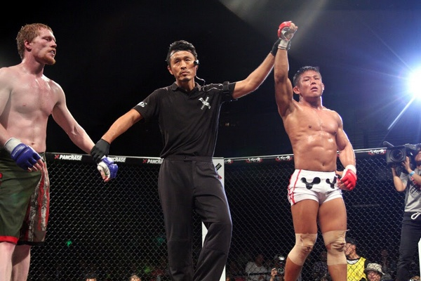 Satoru Kitaoka (right) controlled Richie Whitson for the entire three rounds and advanced to the final of World Slam tournament