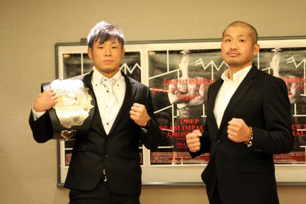 Kazunori Yokota (right) is the current DEEP 145 lbs champion but he didn't bring his belt while ISAO (right) who just relinquished his King of Pancrase title brought the belt to this press conference