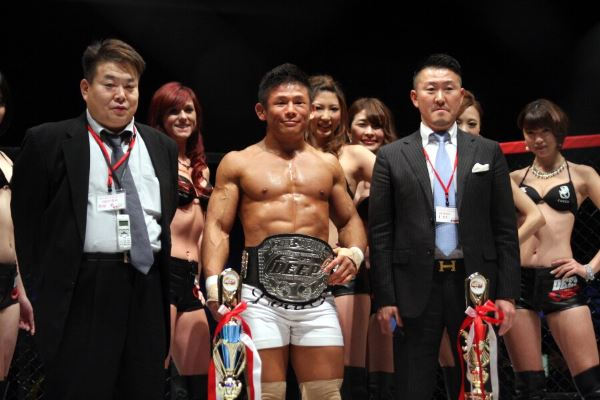 Satoru Kitaoka (middle) is looking to extend his winning streak to four against AKIRA in Pancrase 265