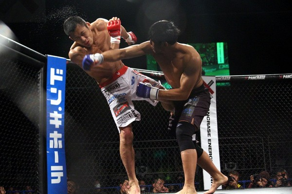 Nam Phan (right) landed this right hook more than few times in this fight and that made a difference in judges' score cards