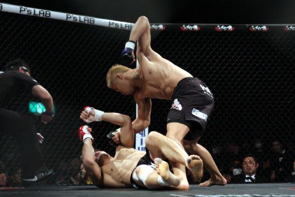 UFC veteran Kazuki Tokudome (top) is coming off from this 98-second KO win over Yoshihiro Koyama