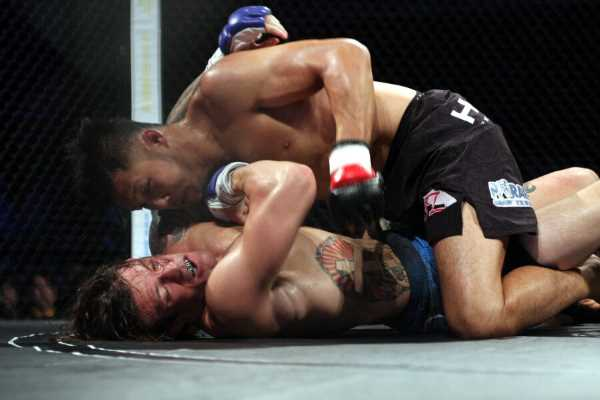 Kazuki Tokudome (top) controlled ground game against JJ Ambrose (bottom) to score second straight win since he was released from UFC