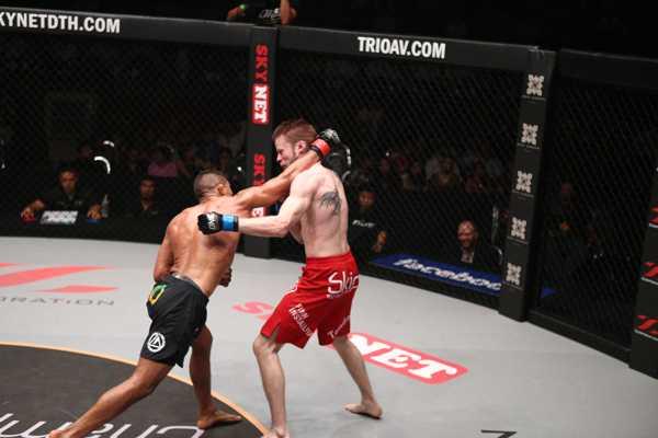 Bibiano Fernandes beats Toni Tauru by KO