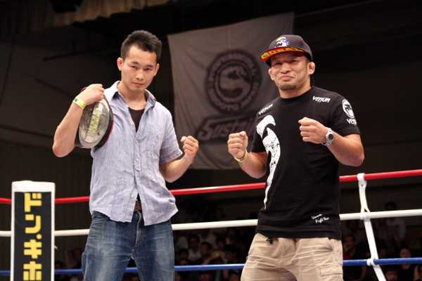 Masaaki Sugawara (left) and Kiyotaka Shimizu appeared in front of the fans at Shooto show last week held in Tokyo