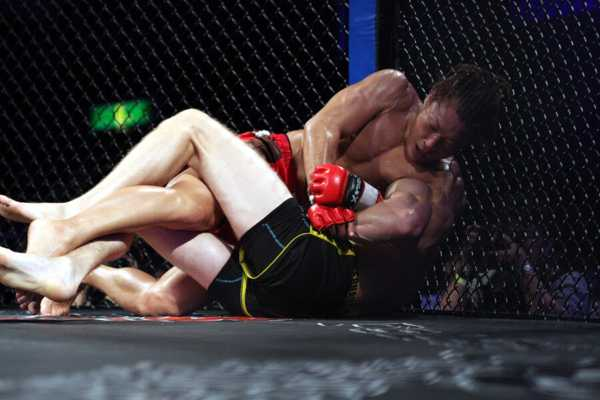 ISAO controlled Will Chope for the entire three round to get his first featherweight win