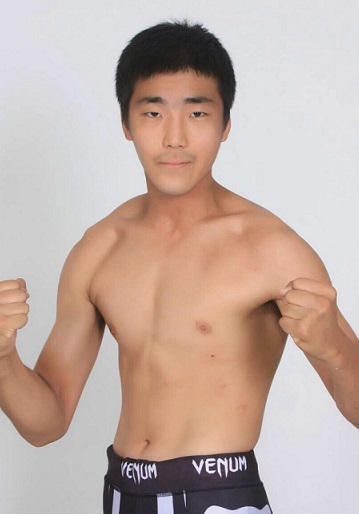Besides being a 22-year old not many info are available on Moon Hwang Yang. He will take on Masakazu Imanari in DEEP CAGE IMPACT 2015 on August 29th