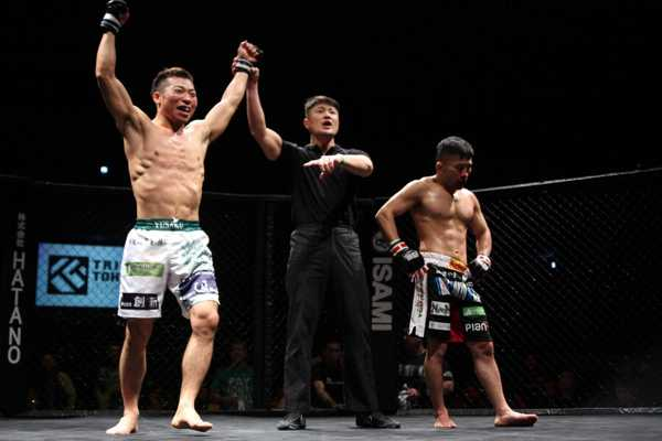 Yusaku Nakamura (left) is riding on a two-fight win streak. He is looking better than ever since he came down to 125 lbs divsion